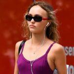 Лили-Роуз Депп в облегающем боди и коротких шортах на прогулке в Нью-Йорке